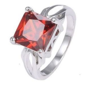 Beautiful Garnet Birthstone Ring Stunning .925